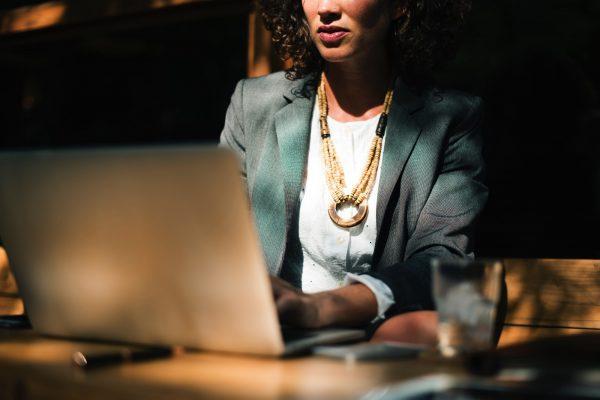 phụ nữ đầu tư thành công hơn nam giới