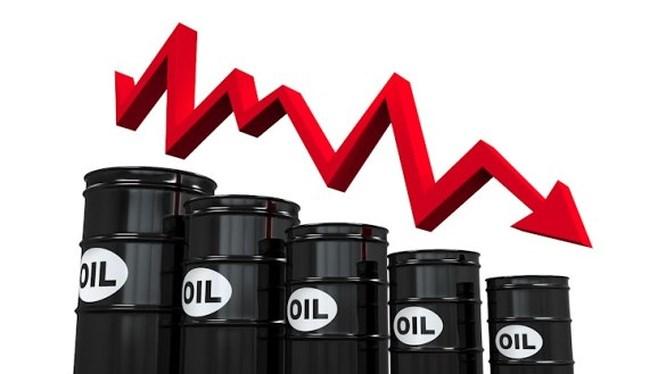 Trước đó, giá dầu đã lao dốc mạnh là bởi đại dịch Covid-19 bùng phát