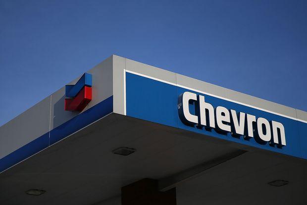 Cổ phiếu Chevron bứt phá hơn 22%, dẫn đầu đà tăng của Dow Jones.