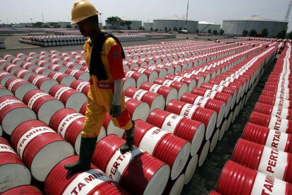 Thị trường dầu mỏ đã đối mặt với cú đấm kép từ sự bùng phát của virus corona và cuộc chiến giá giữa Saudi Arabia và Nga