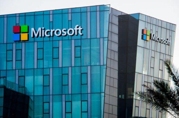 Nhảy vọt trong hoạt động kinh doanh, cổ phiếu Microsoft tăng trưởng bùng nổ