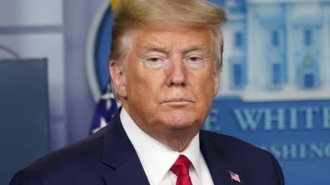 Trump sẵn sàng giải tán nhóm đặc trách chống Covid-19 khi số ca tử vong ở Mỹ lên tới 70.000