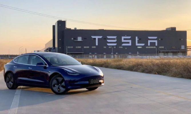 Tesla tạm đình chỉ hoạt động của nhà máy sản xuất ở Trung Quốc