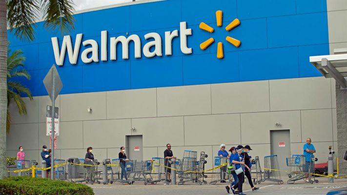 Vào mùa dịch, Walmart liên tục tuyển thêm lao động để đáp ứng nhu cầu công việc.