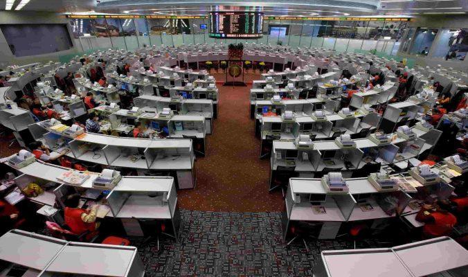 Chứng khoán Hồng Kông giảm gần 1% khi Đại hội Đại biểu Nhân dân Trung Quốc đang diễn ra