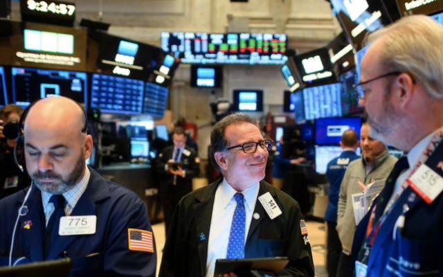 Dow Jones tăng hơn 200 điểm, S&P 500 cao hơn 40% so với mức thấp hồi Tháng 3